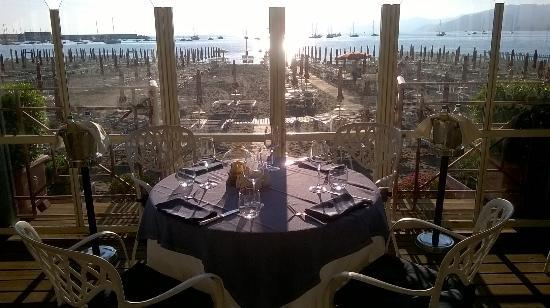 Ristorante La Terrazza (esterno) - Picture of Suite Hotel Nettuno ...