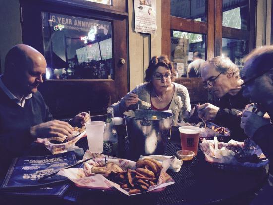 Heroes Sports Bar & Grille: Så grymma burgare!! Aningen flottiga men lätt 9/10 med sweet potato fries till. Klar favorit i M