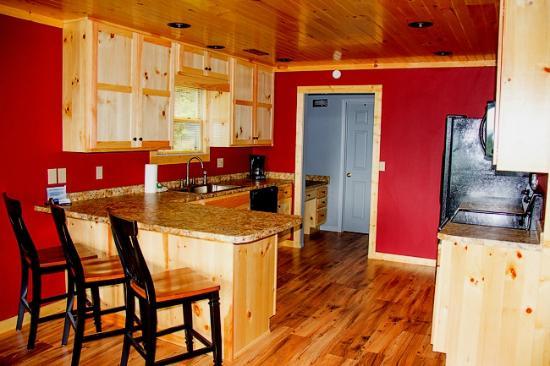 Cobbly Nob Rentals: Showtime Kitchen