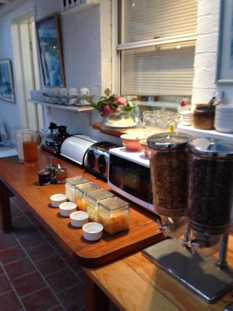 North Shore Hotel : Self-serve breakfast selections
