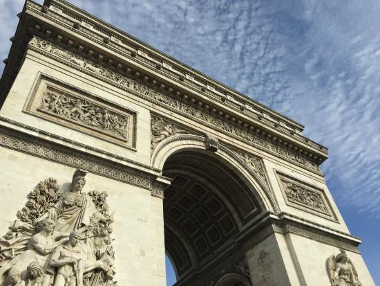 Cristal Champs Elysees: The Arc de Triomphe de l'Étoile is just steps away practically!