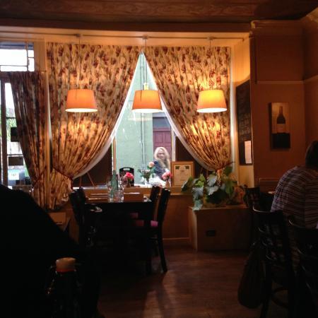 Bingley's Bistro: Interior.