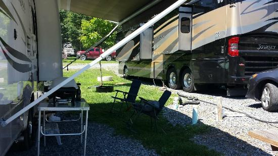 Friendship Village Campground : The only grass under the awning