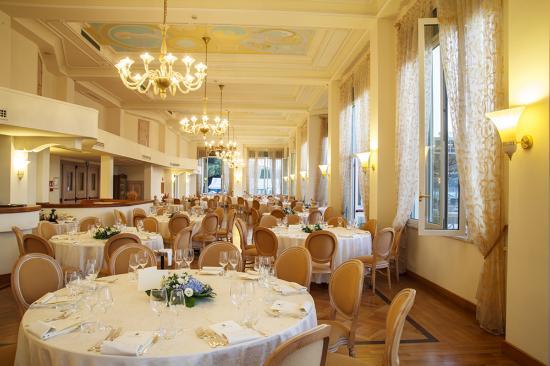 Ristorante La Terrazza (interno) - Picture of Suite Hotel Nettuno ...