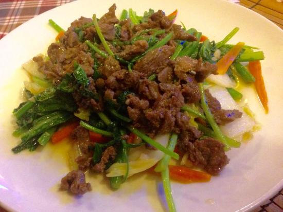 Nhat Nguyet: Vegetables with beef