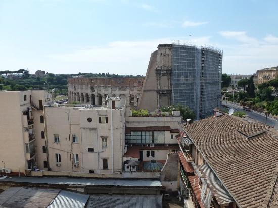 Vista dalla terrazza sul tetto del B&B - Foto di Colosseo 28, Roma ...