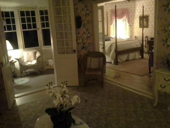 Inn at Tanglewood Hall: York Habour Suite