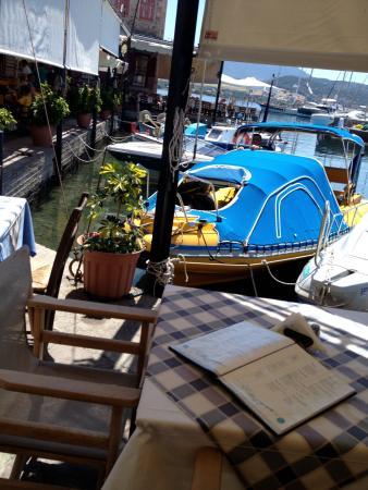 Le Grand Bleu: Nice eatery at the pier