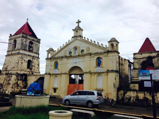 Balangiga, Filipiny: Church and belfry facade