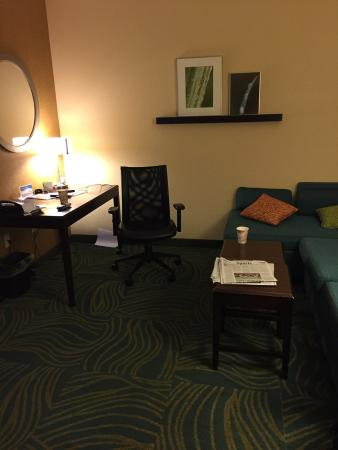 SpringHill Suites Morgantown: Computer desk and sitting area.