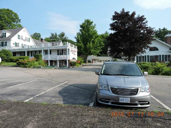 Storybook Inn & Suites: estacionamento