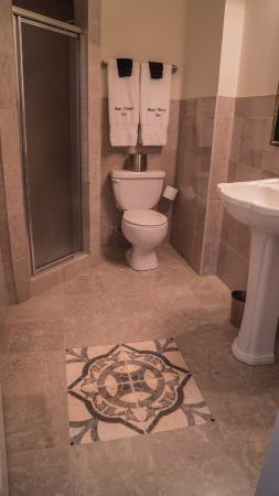 Main Street Inn : Bathroom