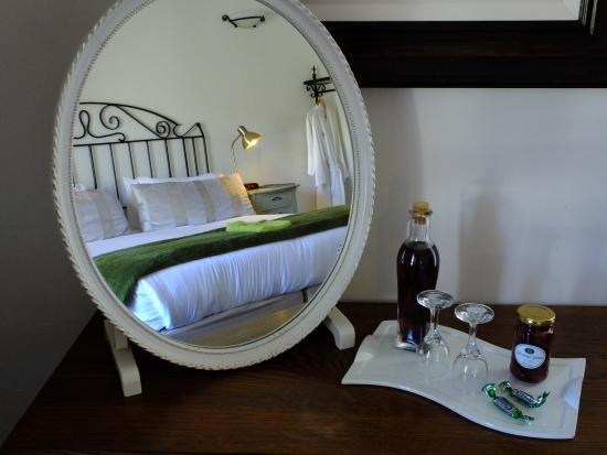Gooding's Groves Olive Farm & Guest House: Nightcap Sherry  in each room