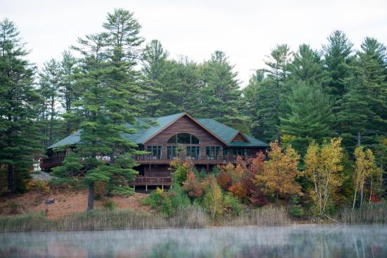 Warrensburg, estado de Nueva York: The Lodge on Echo Lake overlooking Echo Lake