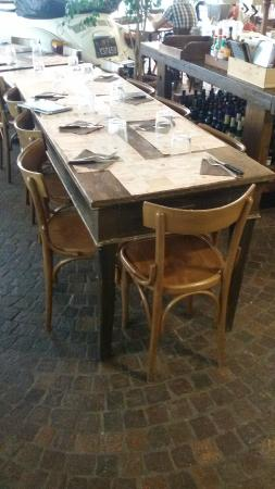 Arredamento vintage foto di ristorante pizzeria autoclub for Lavoro arredamento milano