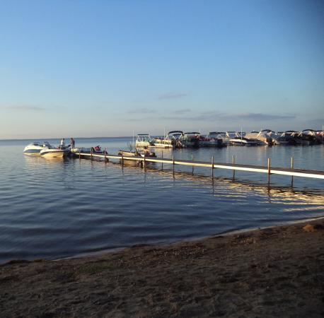 Beachfront Hotel Houghton Lake Michigan: view of beach area