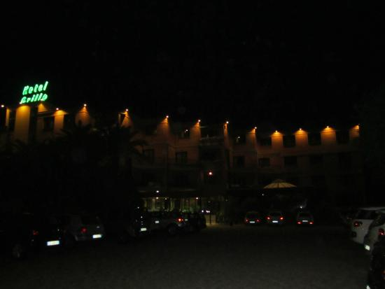 Hotel Grillo : Hotel by night