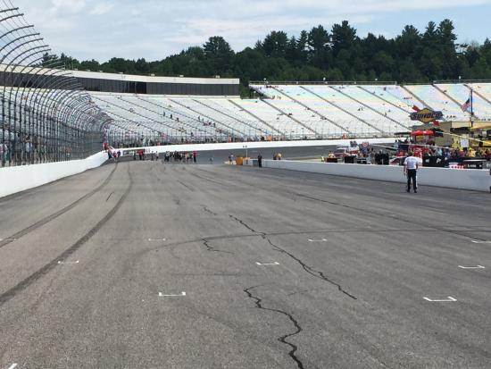 Loudon, Nueva Hampshire: Turn 4 and the Front Straight Away