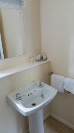 Claxton Hall Cottage B&B: Bathroom
