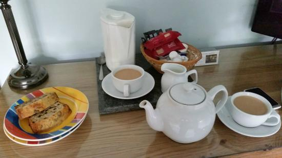 Claxton, UK: Lovely tea and cake on arrival
