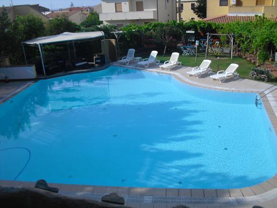 Ariadimari Hotel: piscina vista dalla camera