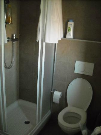bagno nuovo 1 - Picture of Hotel President, San Benedetto Del Tronto ...
