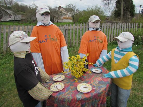 Sabile, Lettonia: Соломенные куклы