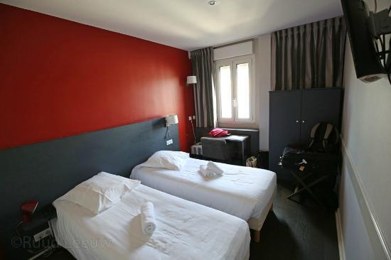 Le Victoria hotel, room too small, service mediocre