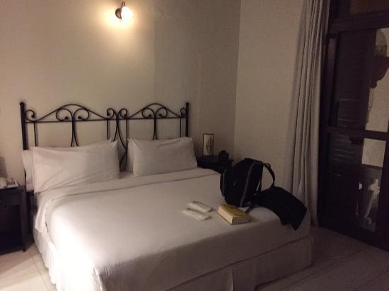 Hotel Monterrey: Cama confortável.