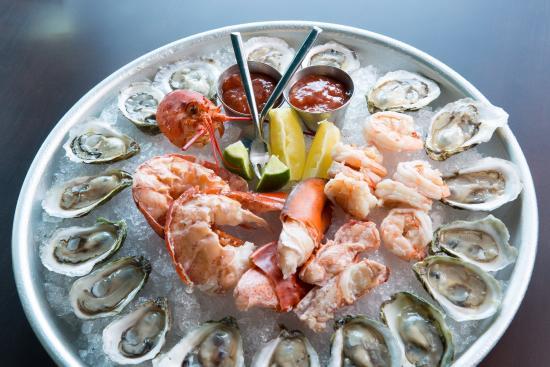 A Bounty Of Fresh Seafood At Chair 5 Narragansett Ri Restaurant