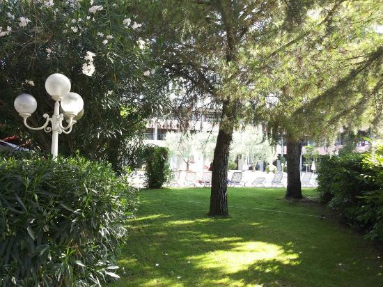 Hotel Royal: Giardino