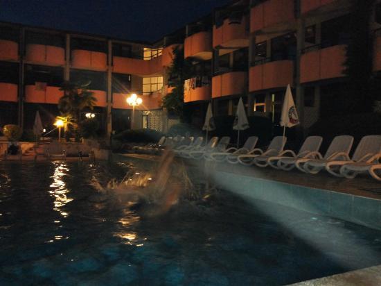 Hotel Royal: Piscina