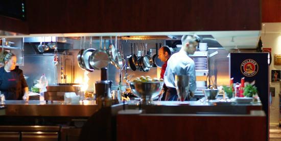 Blick in die offene Küche - Picture of Bar & Restaurant Centrali ...