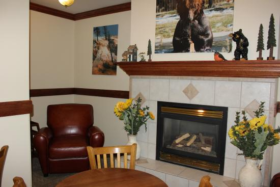 Yellowstone Lodge: Continental Breakfast Area