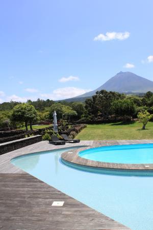 Cancela do Porco: Zona das piscinas com a vista sobre o Pico