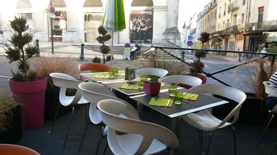 restaurant brasserie le 7 : Table de la terrasse extérieure