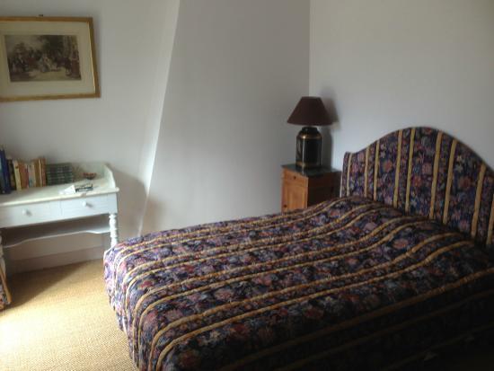 Le Relais de Fontenailles : Vue intérieure de notre chambre
