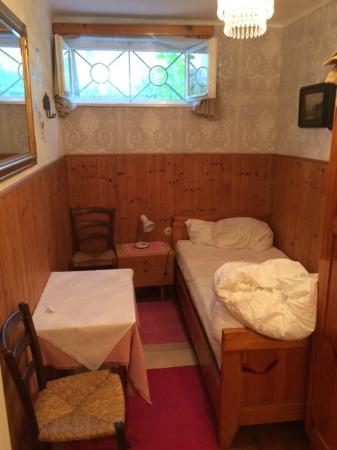 Pension Ria: Einbettzimmer am nächsten Morgen - klein und im Keller. Habe es aber vorher besichtigt - günstig