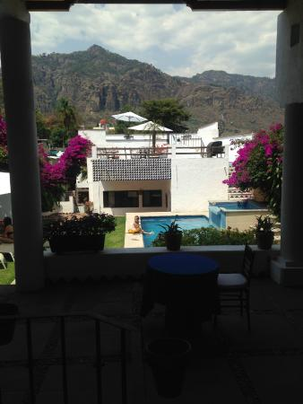 """Villas Xochiquetzal Hotel: Vista desde el """"lobby/comedor  y sala de estar"""""""