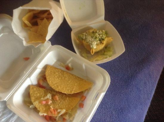 Poco Loco Mexican Restaurant: Two hard shell tacos with guacamole and chips to go.