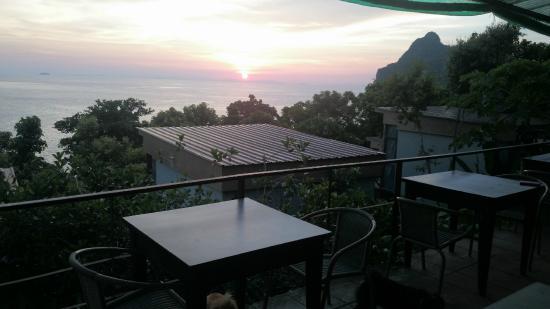Phi Phi Sea Sky Resort : Vu de l'endroit ou l'on prend le petit dèj !