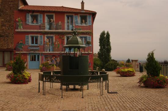 La maison peinte picture of antenne touristique de for Antenne cellulaire maison