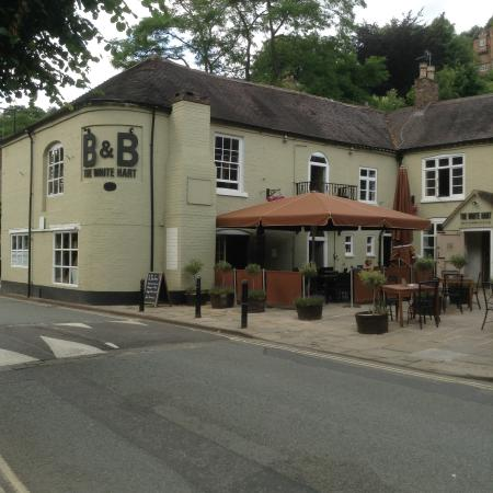 The White Hart Ironbridge: Lovely old pub with great sheltered courtyard to watch the world go by....