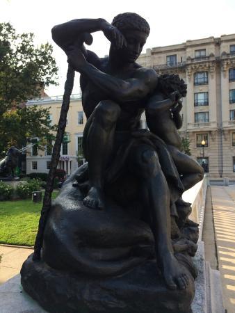 Washington Monument and Mount Vernon Place : Statue