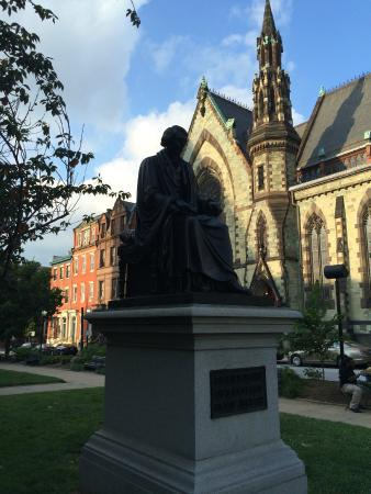 Washington Monument and Mount Vernon Place : George Peabody statue