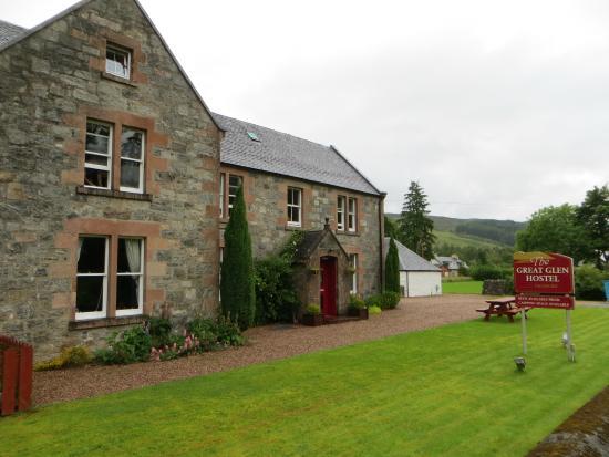 Great Glen Hostel: Road view