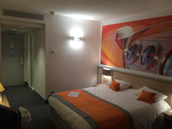 Hôtel Le Paddock : Super hôtel ! Dans le complexe du circuit, parfait quand on est en roulage le lendemain. Accueil