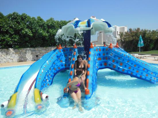Aqua Fun Water Park: ΜΑΜΑ ΚΑΙ ΘΕΙΑ ΠΗΡΑΝ ΤΗ ΣΕΙΡΑ ΤΩΝ ΠΑΙΔΙΩΝ!!!!