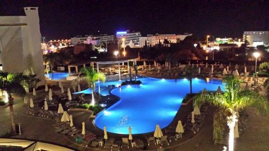 Brilliant Hotel Apartments: Studio room 314 pool view evening