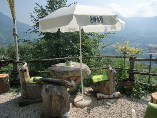 Marling, Italien: punti ristoro lungo il sentiero